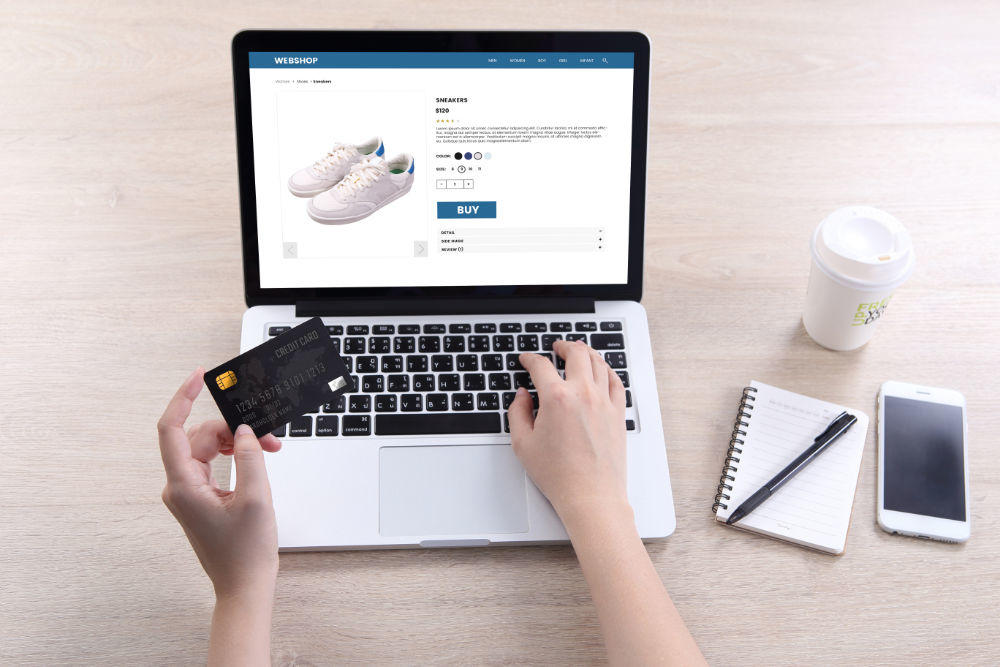 blog ecommerce computer credit card - How to start your Ecommerce website in Dubai?